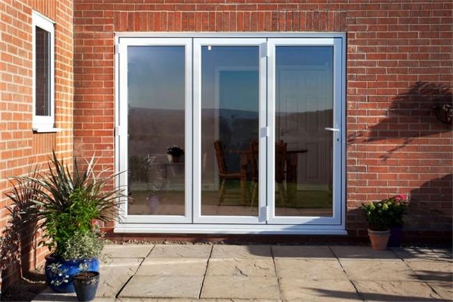 white bi-fold doors aylesbury